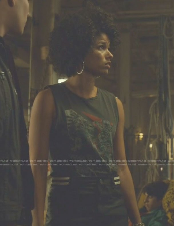 Maia's grey print tank top and black mini skirt on Shadowhunters