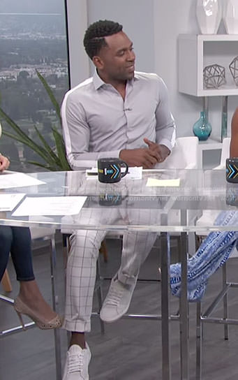 Justin's grey shirt with white stripes and checked pants on E! News Daily Pop