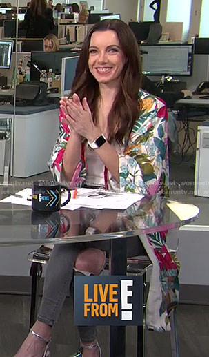 Melanie's white tropical print kimono on Live from E!