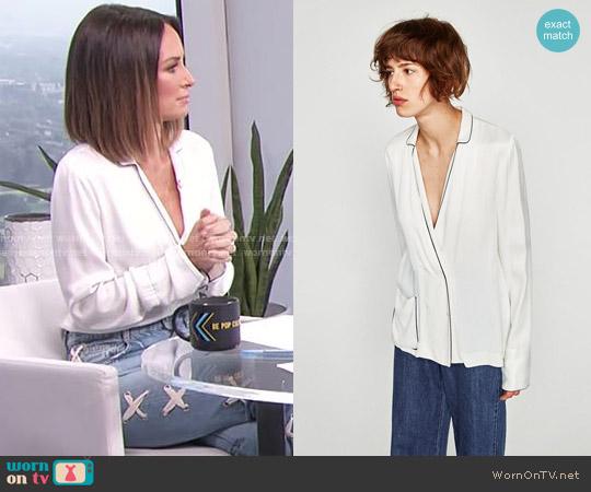 Zara Contrasting Pyjama Shirt worn by Catt Sadler on E! News