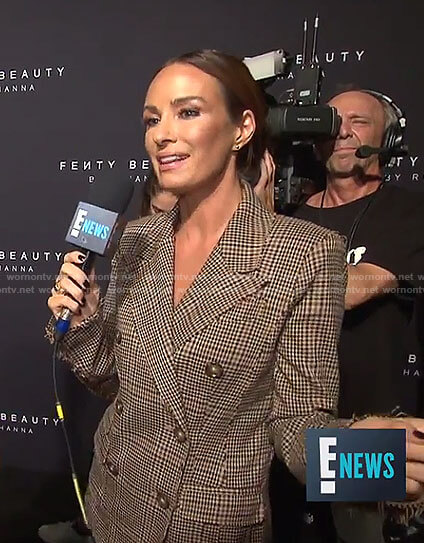 Catt's brown plaid suit on E! News