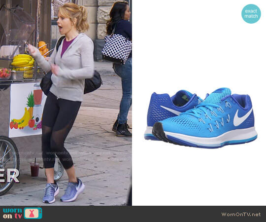 Nike Air Zoom Pegasus 33 Sneakers in Blue Glow worn by DJ Tanner-Fuller (Candace Cameron Bure) on Fuller House