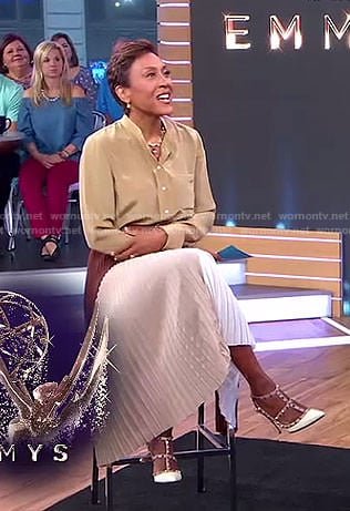 Robin's beige blouse and brown pleated skirt on Good Morning America