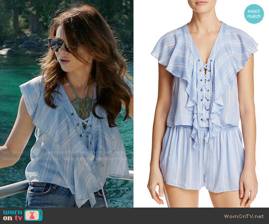 Show Me Your Mumu Treasure Lace-Up Top worn by Sarah Hyland on Modern Family