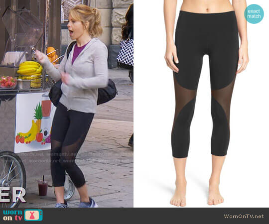 Alo Yoga Coast Capris worn by DJ Tanner-Fuller (Candace Cameron Bure) on Fuller House