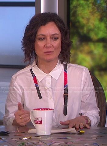 Sara's white belt print top on The Talk