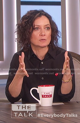 Sara's black long sleeve shirt on The Talk