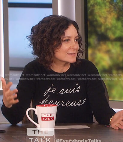 Sara's black je suis heureuse sweater on The Talk