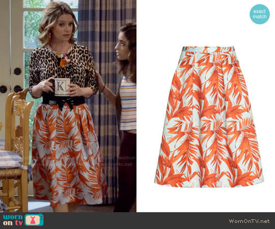 H&M Palm Leaf Patterned Skirt worn by Kimmy Gibbler (Andrea Barber) on Fuller House