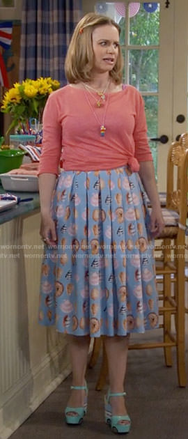 Kimmy's blue sea shell print skirt on Fuller House