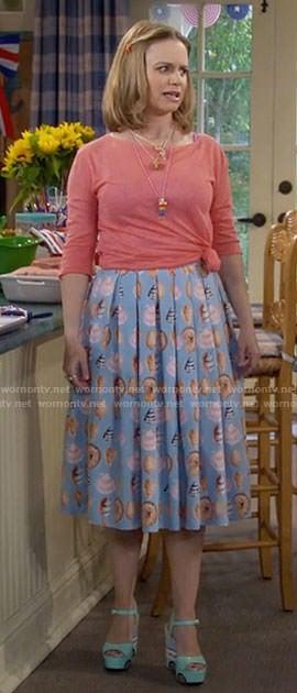 Kimmy's blue sea shell print skirt on Fuller House