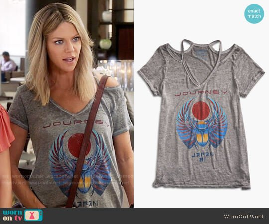 Lucky Brand Voyage Tee worn by Kaitlin Olson on The Mick