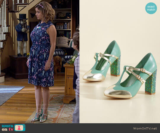 ModCloth Banned Strut in the World T-Strap Heel in Seafoam worn by Kimmy Gibbler (Andrea Barber) on Fuller House