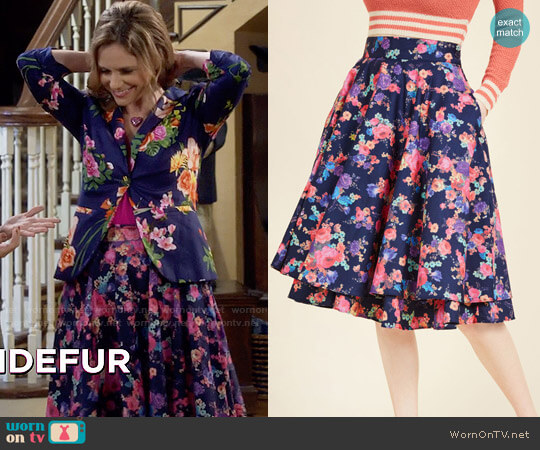 ModCloth Essence of Elan Midi Skirt worn by Kimmy Gibbler (Andrea Barber) on Fuller House
