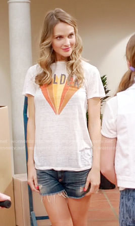 Phoebe's GOLDEN graphic tee on Girlfriends Guide to Divorce