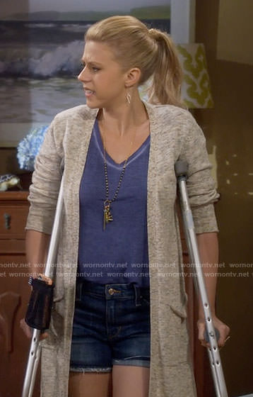 Stephanie's heathered cardigan on Fuller House