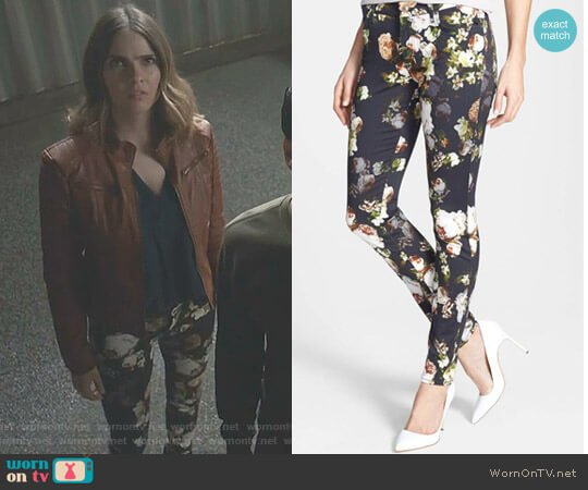 The Skinny Jeans in Nighttime Floral by 7 for All Mankind worn by Malia Tate (Shelley Hennig) on Teen Wolf