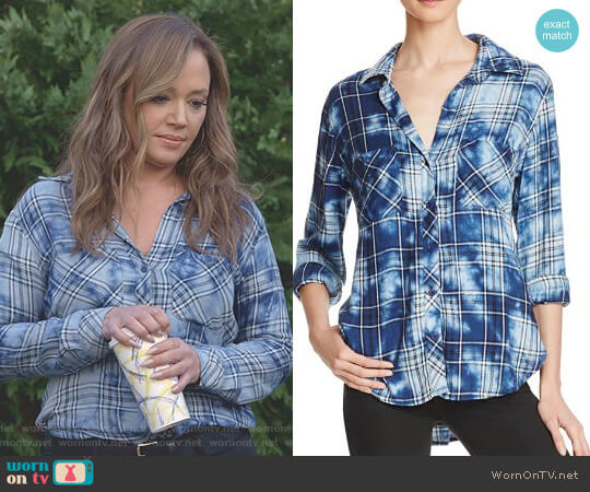 Two Pocket Plaid Button-Down Shirt by Bella Dahl worn by Leah Remini on Kevin Can Wait