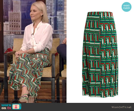 Chain-Print Pleated Silk Skirt by Gucci worn by Kelly Ripa on Live with Kelly & Ryan