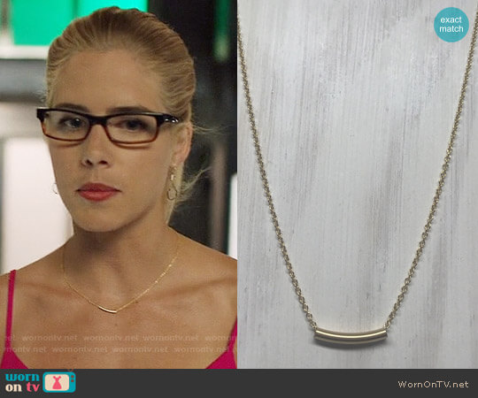 The Sleek Kitty Delicate Gold Tube Layering Necklace worn by Felicity Smoak (Emily Bett Rickards) on Arrow