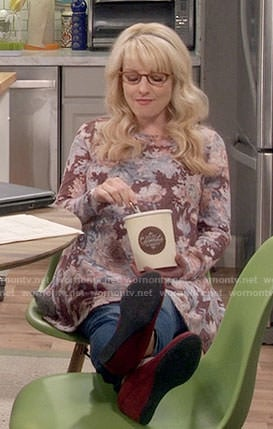 Bernadette's burgundy floral long sleeved maternity top on The Big Bang Theory