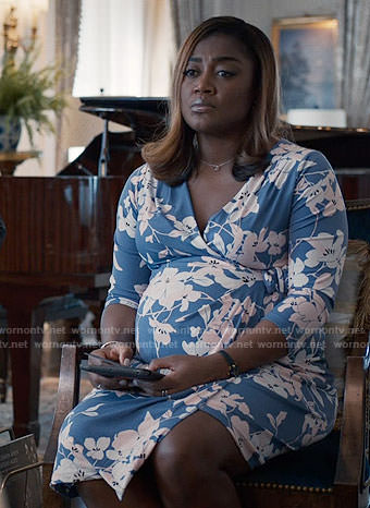 Daisy's blue floral maternity dress on Madam Secretary