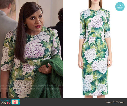Dolce & Gabbana Hydrangea Print Stretch Silk Dress worn by Mindy Lahiri (Mindy Kaling) on The Mindy Project