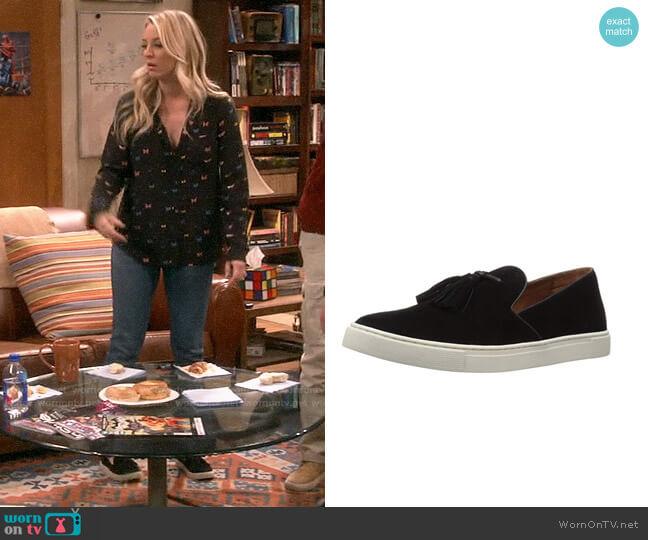 Frye Gemma Tassel Slip On Sneaker worn by Penny Hofstadter (Kaley Cuoco) on The Big Bang Theory