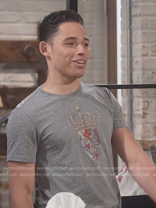 Tony's grey skull print tee on Will and Grace