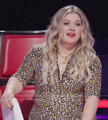 Kelly Clarkson's leopard print dress on The Voice