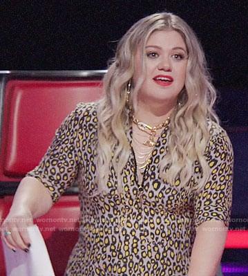 Kelly Clarkson's leopard print dress on The Voice