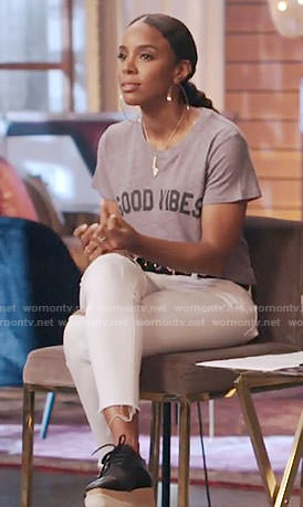 Kelly Rowland's 'Good Vibes' Tee and platform shoes on The Voice