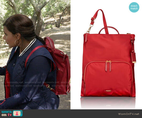 Tumi Voyageur Jackie Convertible Bag worn by Mindy Lahiri (Mindy Kaling) on The Mindy Project