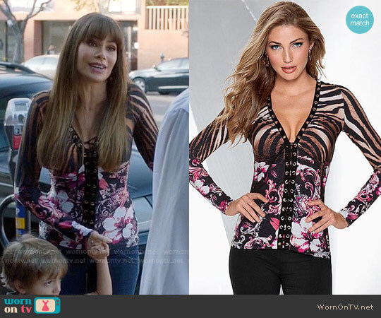 Venus Printed Grommet Top worn by  Gloria Pritchett (Sofia Vergara) on Modern Family