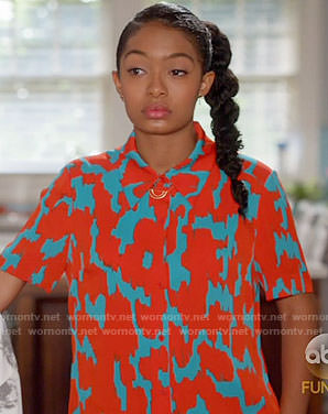 Zoey's orange and blue printed short sleeve shirt on Black-ish