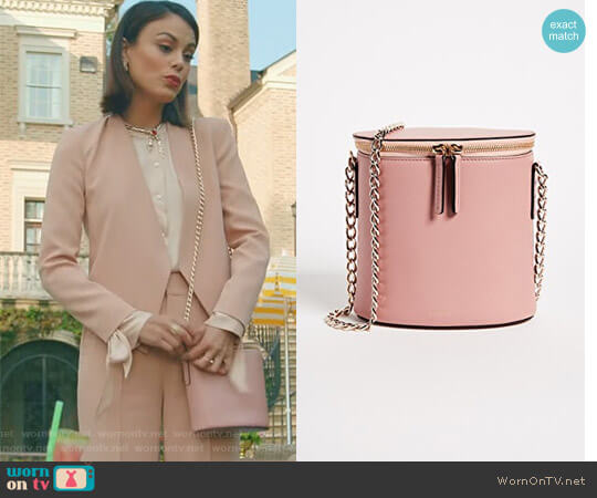 'Perla' Chain Bag by Cuero & Mor worn by Nathalie Kelley on Dynasty