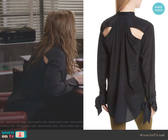 'Dylan' Shirt by Rag & Bone worn by Leah Remini on Kevin Can Wait