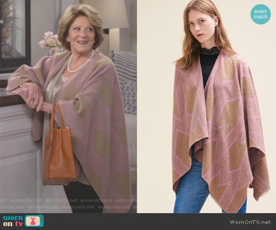 Poncho with M Print by Maje worn by Linda Lavin on 9JKL