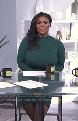Nina Parker's green ribbed dress on E! News Daily Pop