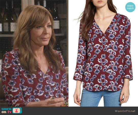 Print V-Neck Top by Hinge worn by Allison Janney on Mom