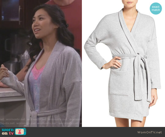 Braelyn Robe by Ugg worn by Eve Roberts (Liza Lapira) on 9JKL