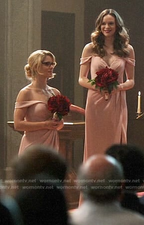 Felicity and Caitlin's bridesmaid gowns on Supergirl / The Flash / Arrow