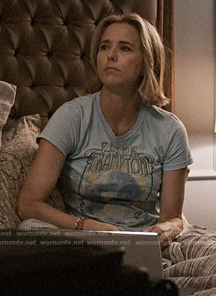 Elizabeth's Peter Frampton t-shirt on Madam Secretary