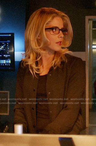 Felicity's black bomber jacket on The Flash