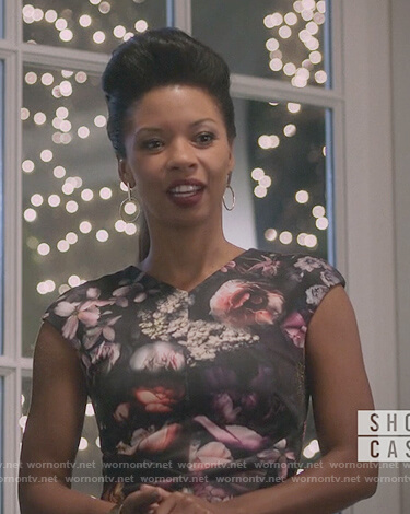 Catherine's floral print sheath dress on Marvel's Runaways