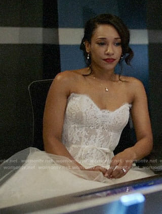 Iris's wedding dress on Supergirl/The Flash