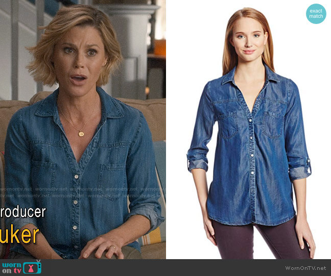 Joie Brady Chambray Shirt worn by Claire Dunphy (Julie Bowen) on Modern Family