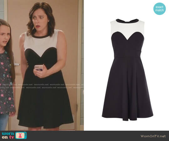 Karen Millen Monochrome Skater Dress worn by Rachel Bloom on Crazy Ex-Girlfriend