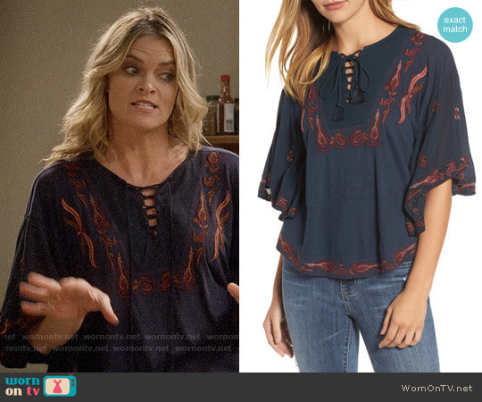Lucky Brand Embroidered Lace Up Peasant Top worn by Natasha (Missi Pyle) on Mom