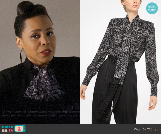 Michael Kors Fringed Tiger Silk-Georgette Scarf Blouse worn by Tegan Price (Amirah Vann) on HTGAWM